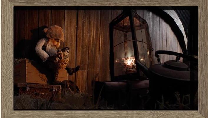 Bidra.no - Framed background including a puppet
