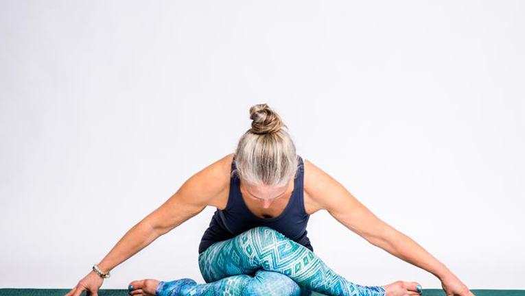 Bidra.no - Bok og privat yogaklasse 90 minutter - online eller i Halden