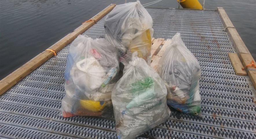 Bidra.no - 1 sekk plast plukka i Flora kommune
